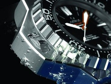 Self-help Approach to Avoid Watches Drop into Water