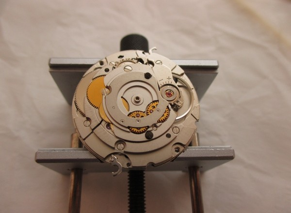 How to Hand Wound Mechanical Watch